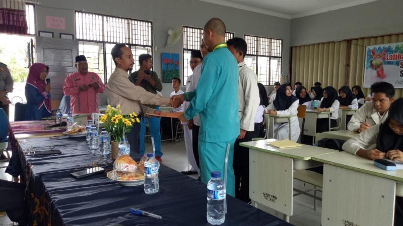 Siswa SMAN 15 Antusias Ikuti LDK bersama LPPM STIE Riau